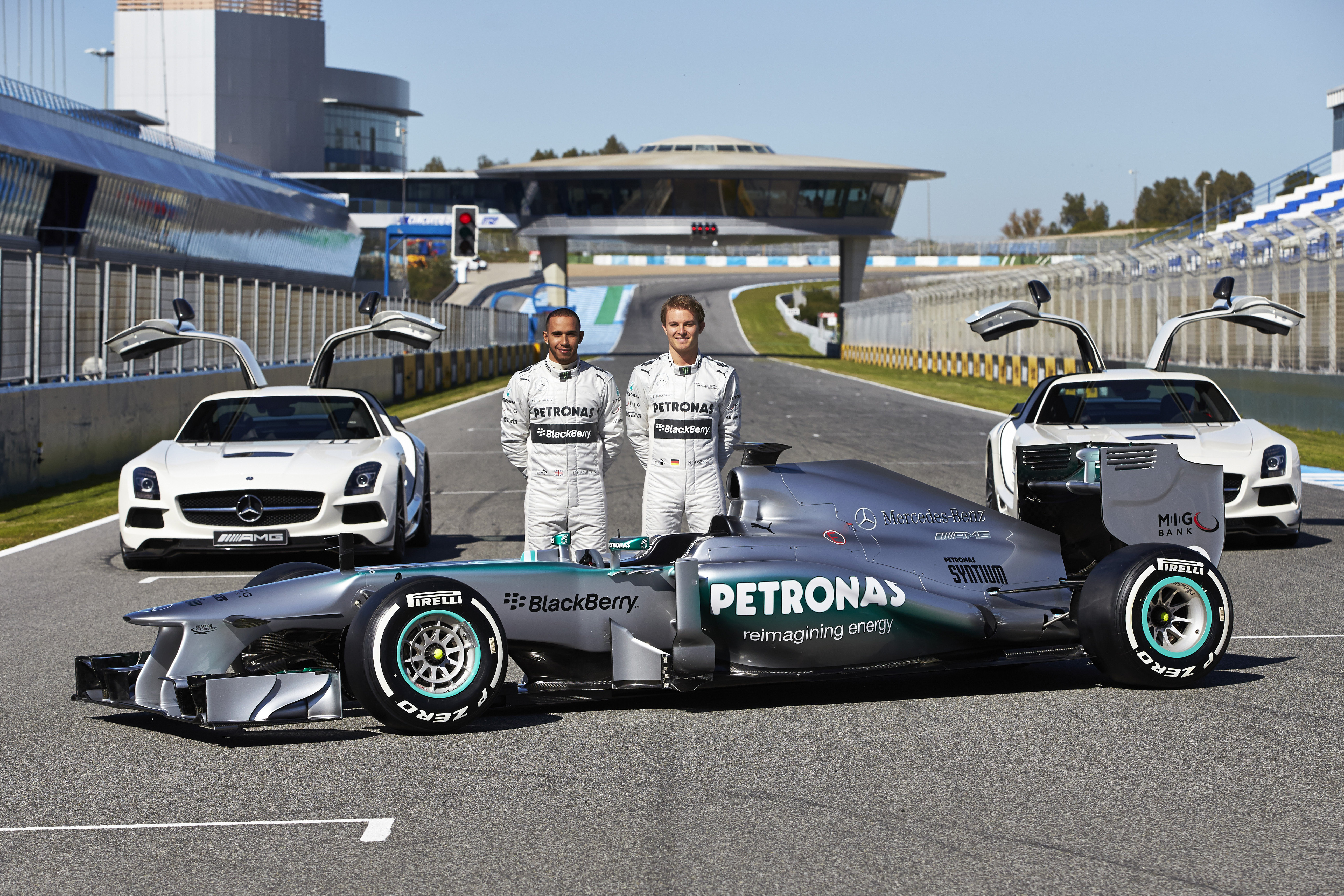 F1 mercedes amg petronas launches 2013 silver arrow in for Mercedes benz petronas